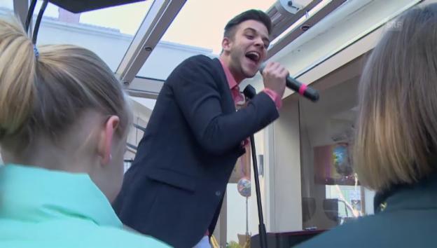 Video «Luca Hännis Geburstagsauftritt für Marie Sophie» abspielen