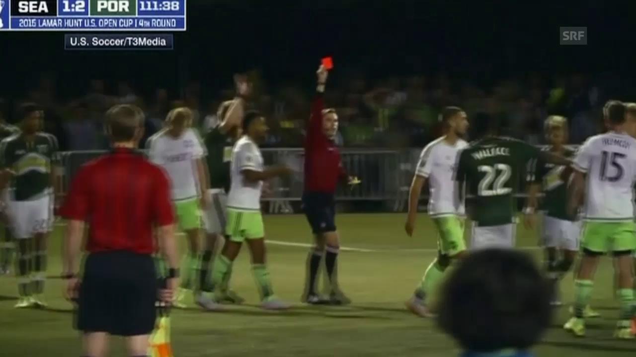 Fussball: Clint Dempsey mit einem ungewöhnlichen Platzverweis