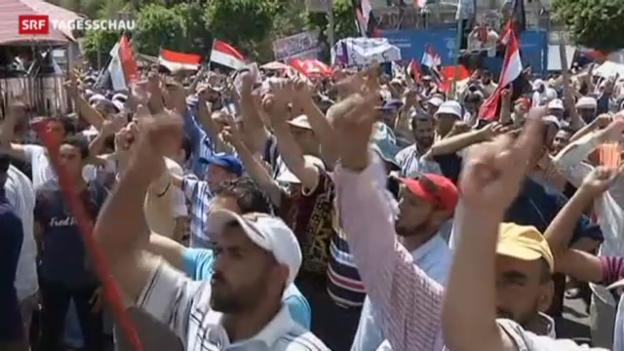 Video «Ägypter lehnen sich gegen Mursi auf» abspielen
