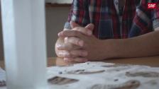 Link öffnet eine Lightbox. Video Über 50 Jahre alt und auf Jobsuche abspielen