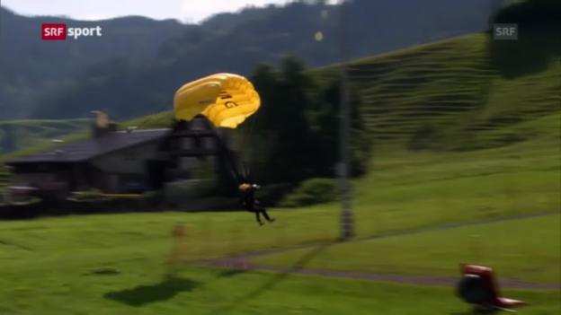 Video «Ammann beim Fallschirmsprung («sportaktuell»)» abspielen