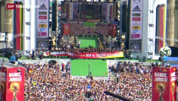 Video «FIFA WM 2014: Deutschlands Weltmeister in Berlin empfangen» abspielen