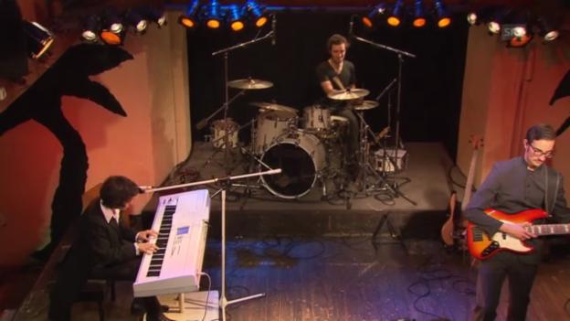 Video ««Regenbogen»: die Band Kyasma beweist Mut zum Drama» abspielen