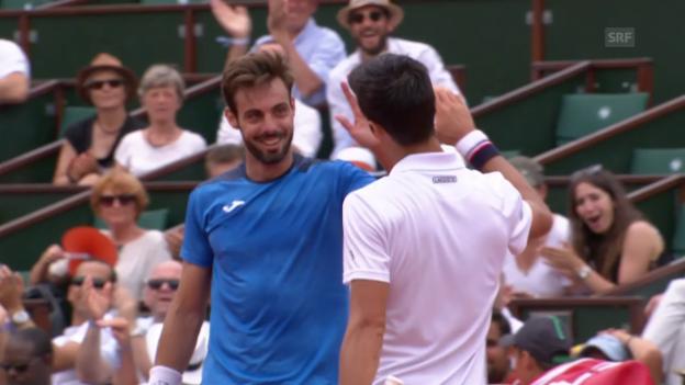 Video «Djokovic und Granollers klatschen mitten im Spiel ab» abspielen