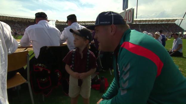 Video «Stucki junior: «Papi, ich will baden gehen»» abspielen