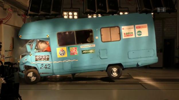 Video «Tod im Wohnmobil: Crashtest mit verheerenden Folgen» abspielen