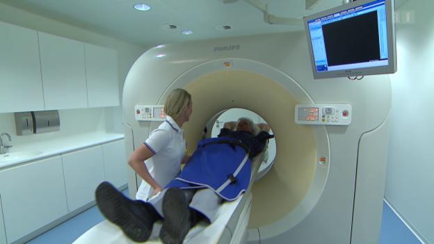 Video «Lungenkrebs-Screening - Sinnvoll oder Panikmache?» abspielen