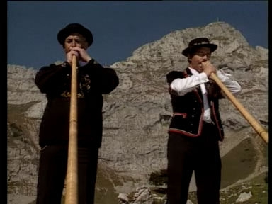 Video «Kulturelle Eigenheiten: Das Alphorn (4/29)» abspielen