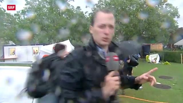 Reporter muss Aufzeichnung abbrechen wegen Sturm