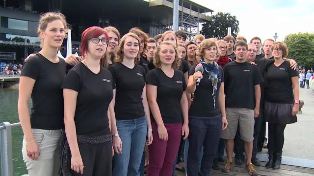 Der Schweizer Jugendchor mit dem Lied «La sera sper il lag»