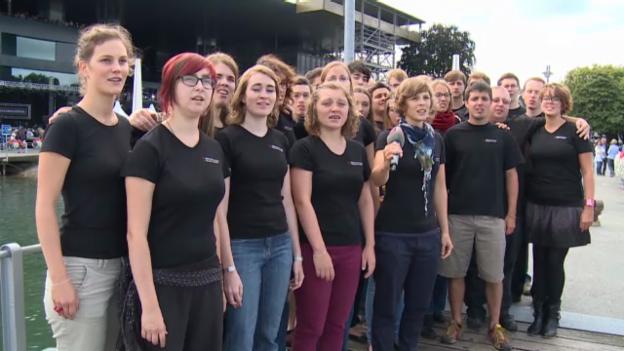 Video «Der Schweizer Jugendchor mit dem Lied «La sera sper il lag»» abspielen
