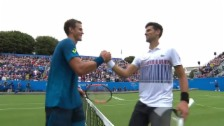Link öffnet eine Lightbox. Video Geglückter Raseneinstand für Djokovic abspielen