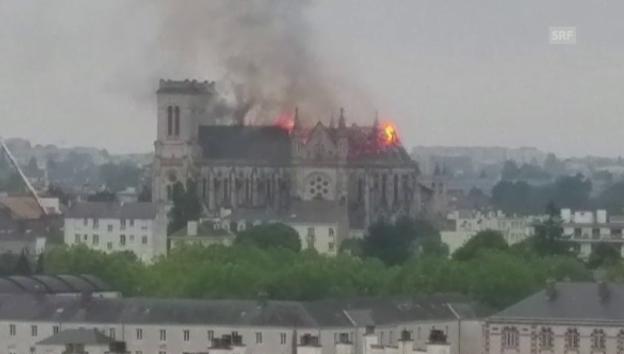 Video «Basilika zu Nantes brennt lichterloh» abspielen