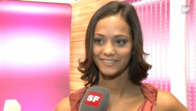 Video «Alina Buchschacher im Fragespiel «glanz oder gloria»» abspielen