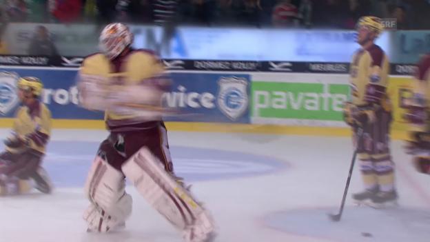 Video «Eishockey: Aussetzer von Genf-Keeper Stephan» abspielen