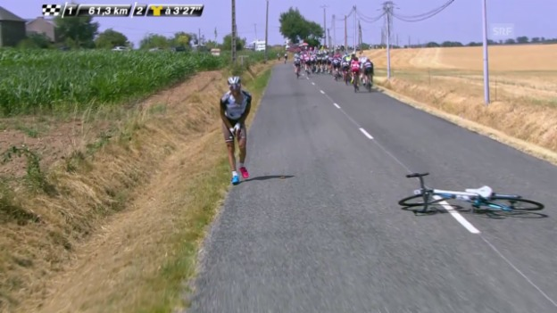 Video «Rad: Tour de France, 13. Etappe, Sturz Peraud» abspielen