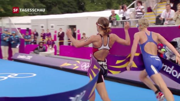 Video «Olympia 2012: Spirig holt nach Millimeter-Entscheidung Gold im Triathlon» abspielen