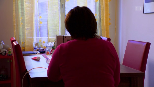 Video «Kein Lohn vom Chef: Trotz Gerichtsurteil geht Arbeiterin leer aus» abspielen
