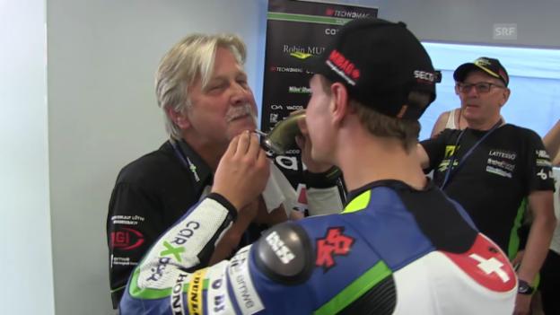 Video «Moto2: GP auf dem Sachsenring - Aegerters Vater verliert seinen Schnauz» abspielen
