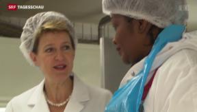 Video «Sommaruga besucht Fleischverarbeiter» abspielen