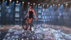 Video «Nina Stangier steht Kopf auf dem Kunstrad» abspielen