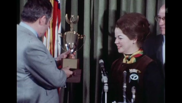 Video «Shirley Temple erhält den «Woman of the Year»-Award» abspielen