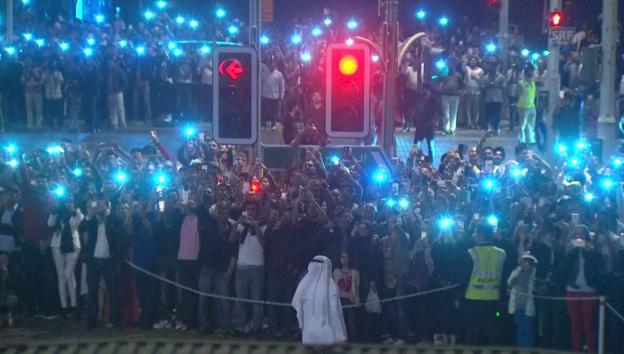 Video «Auch in Dubai gabs trotz Grossbrand ein Feuerwerk» abspielen