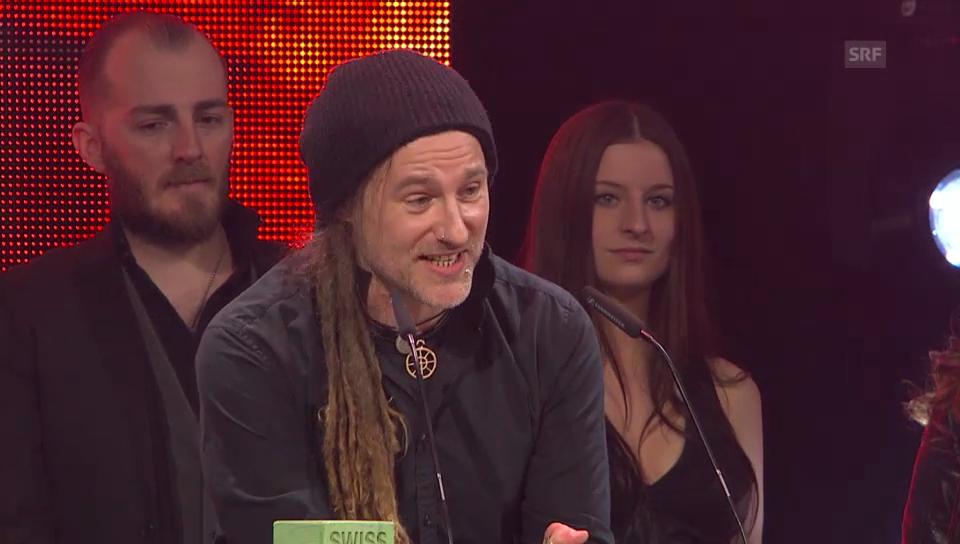 Eluveitie freuen sich über ihren Award