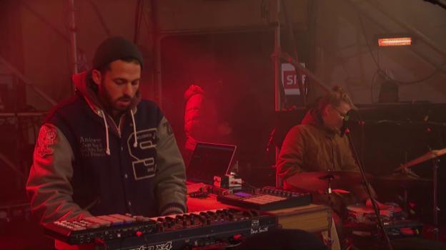 Video «Round Table Knights live bei «Jeder Rappen zählt»» abspielen