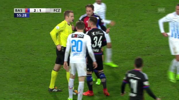 Video «Xhaka attackiert Schiedsrichter nach Platzverweis» abspielen