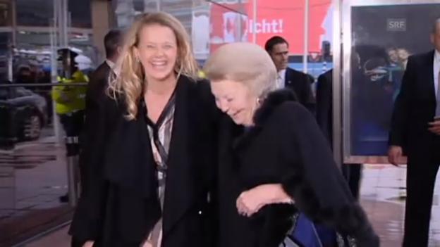 Video «Sichtlich glücklicher: Mabel an der Seite von Königin Beatrix» abspielen