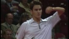 Link öffnet eine Lightbox. Video 1998: Federer gab in Basel seinen Einstand gegen Andre Agassi abspielen