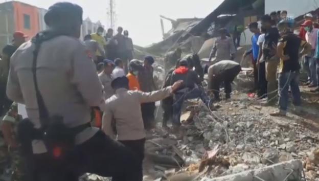 Video «Nach dem Beben läuft die Hilfe an» abspielen