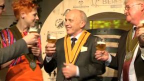 Video «Prominent vergebener Bierorden» abspielen