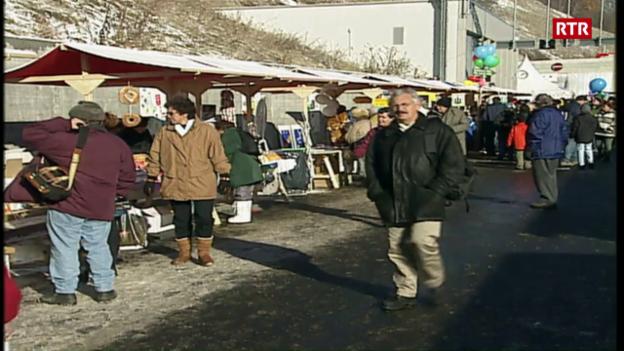 Laschar ir video «Festa populara per l'inauguraziun dal tunnel al Vereina»