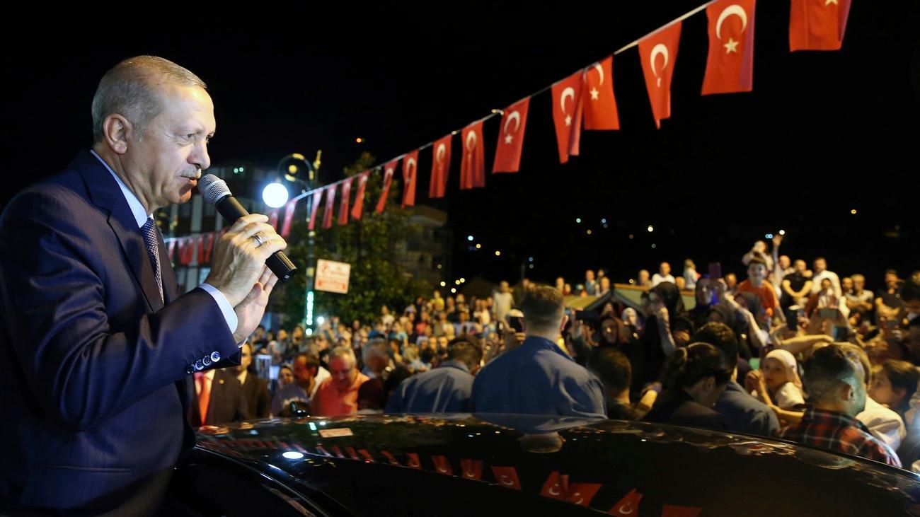 Autos, Alkohol, Reis:Türkei verhängt Strafzölle gegen USA