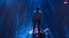 Link öffnet eine Lightbox. Video Hypnotische Digital-Parallelwelt abspielen