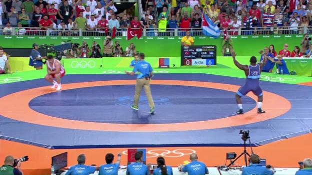 Video «Kubas Ringer Nunez kann tanzen» abspielen