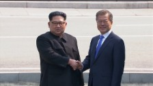 Link öffnet eine Lightbox. Video Kim Jong-un auf südkoreanischem Boden (unkomm.) abspielen