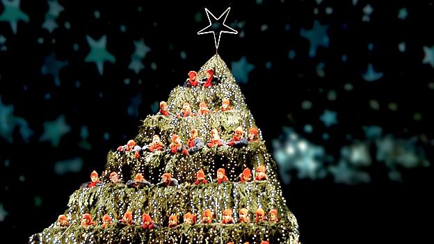 brauchtum ein singender weihnachtsbaum mitten in z rich. Black Bedroom Furniture Sets. Home Design Ideas