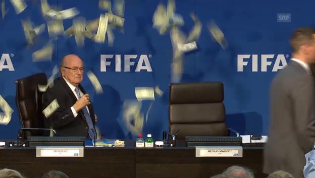 Video «Eklat zu Beginn der Fifa-Pressekonferenz» abspielen
