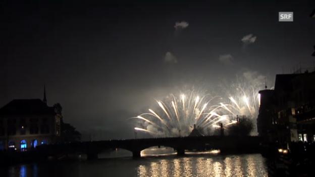 Video «Feuerwerk über dem Zürcher Seebecken» abspielen