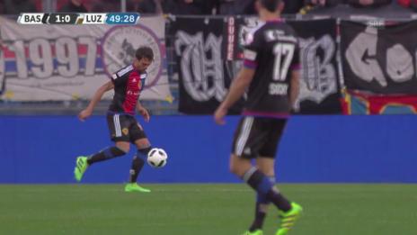 Video «Bjarnason bringt Basel gegen Luzern in Führung» abspielen