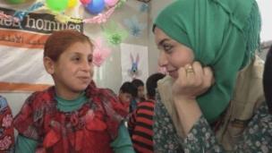 Link öffnet eine Lightbox. Video Irak: Unterstützung für traumatisierte Kinder abspielen.