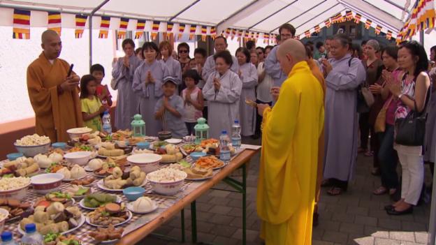 Video «Zum vietnamesisch-buddhistischen Ullambana-Fest» abspielen
