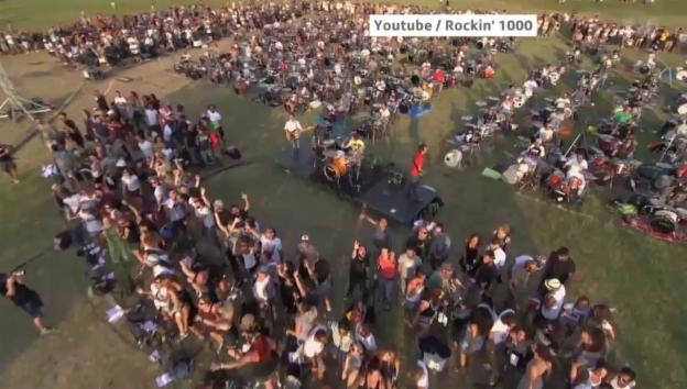 Video «1000 Italiener spielen Foo-Fighters-Song» abspielen
