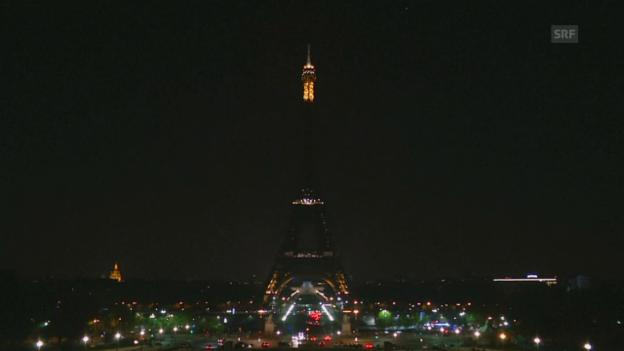 Video «Solidaritätssignal in Paris (unkomm.)» abspielen