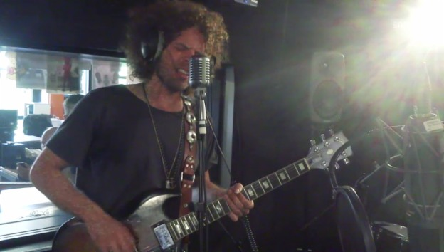 Video «Wolfmother - «Gypsy Caravan»» abspielen