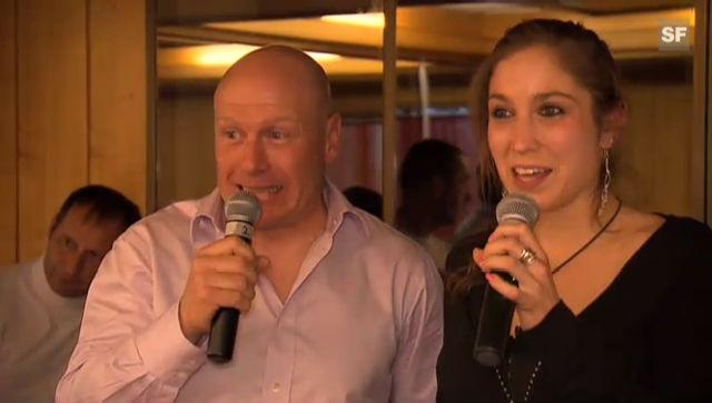 Didier Cuche wagt sich hinter das Karaoke-Mikrofon (unkomm.)