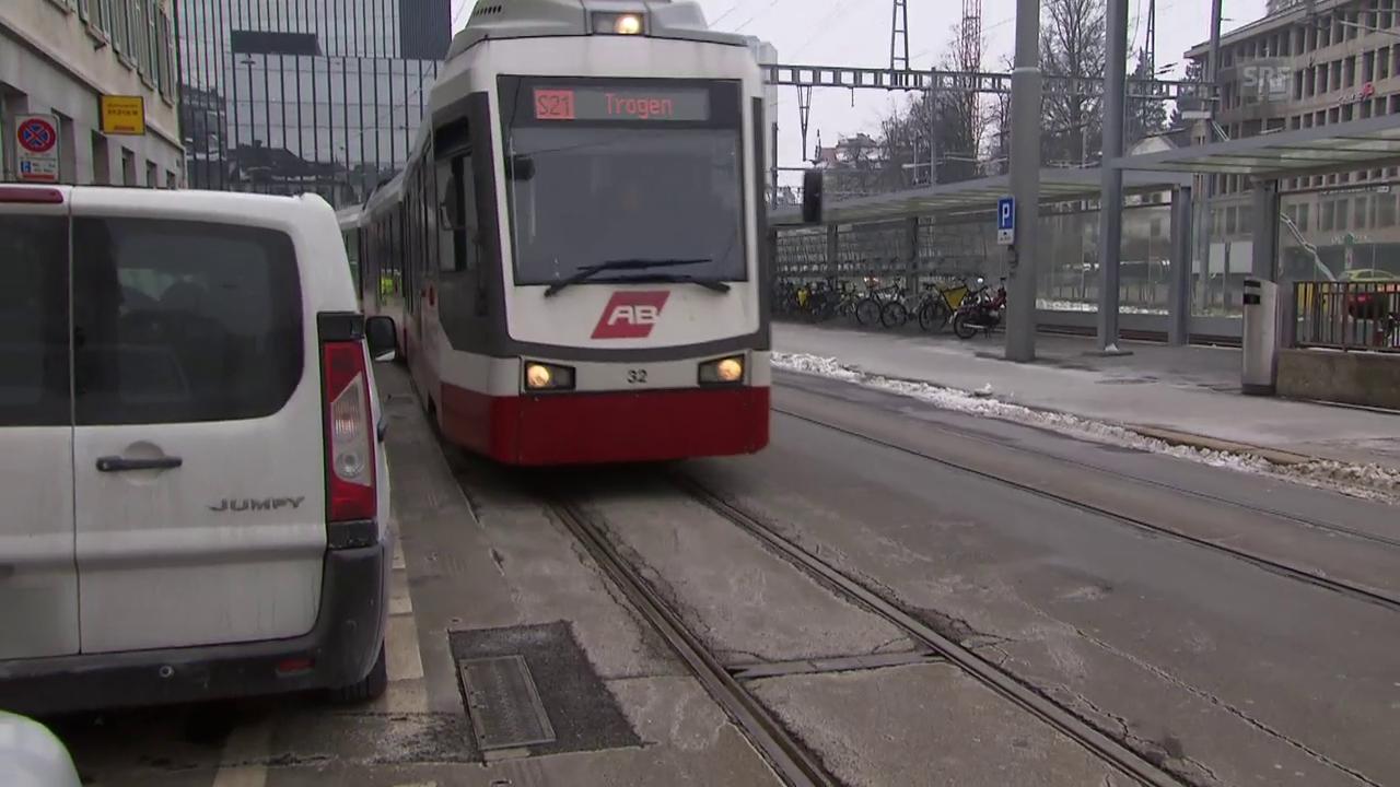Kaum Platz zwischen Autos und Bahn